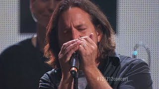 "Roger Waters & Eddie Vedder: ""Comfortably Numb"" Live at ""12-12-12"" The Concert for Sandy Relief (HD)"