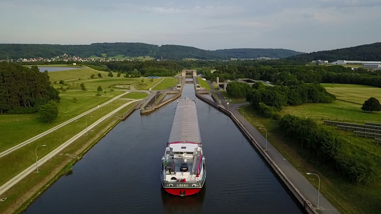Schiff auf dem Main-Donau Kanal - YouTube