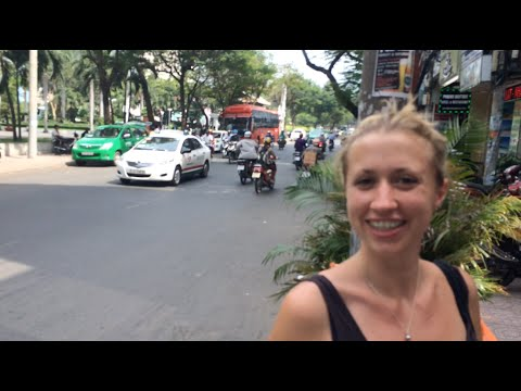 Crossing the Road in Ho Chi Minh City - Pip's Top Tips - TRAVEL VLOG - The Adventures of Pip & Tobes