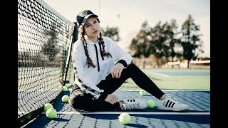 Natural Light Tennis Court Photoshoot with Gabrielle Moses Behind the Scenes!