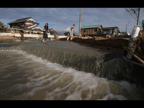 اليابان تكافح لإعادة إمدادات المياه إلى بلدات اجتاحتها سيول  - 13:22-2018 / 7 / 13
