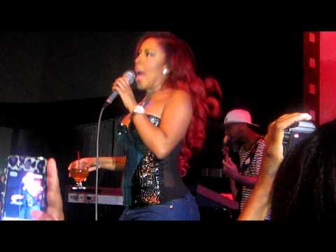 "K. michelle sings ""Kiss my ass"" to Mimi"