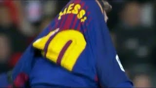Francis Coquelin yanked Messi's jersey over his head!