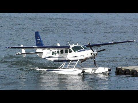Cessna 208 Caravan Seaplane Landing