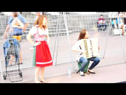 Yodel. Gay autrichienne chanson de yodel suisse. Moscou, Old Arbat, Russie