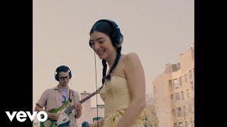 Lorde - Dominoes (Rooftop Performance)