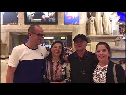 Familia conociendo las Vegas en el City Tour