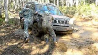 Nissan X-Trail - Штурм реки из грязи