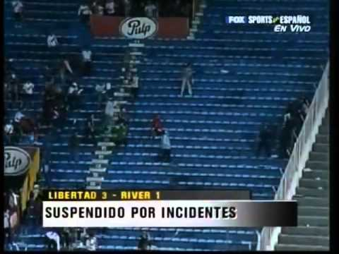 LOS BORRACHOS DEL TABLON VS POLICIA PARAGUAYA INCIDENTES RIVER PLATE VS LIBERTAD Videos De Viajes