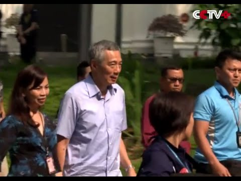 Singaporean PM Lee Hsien Loong Visits Father Lee Kuan Yew in Hospital