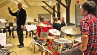 Torvikopla Big Band ~ Outoon valoon: Torvikopla Big Band pistää manserockin jatsiksi!