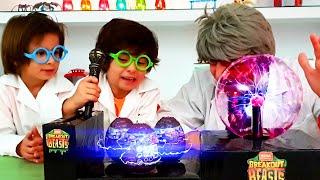 El Laboratorio SECRETO de BREAKOUT BEASTS en Las Aventuras de DANI y EVAN
