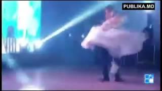 Свадебный танец мэра Кишинева Дорина Киртоакэ. Видео: PUBLIKA.MD(Свадебный танец мэра Кишинева Дорина Киртоакэ и журналистки Анишоары Логин. Подробности тут: http://www.kp.md/daily/26..., 2016-05-20T20:37:02.000Z)