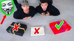 WÄHLE NICHT DAS FALSCHE GESCHENK VOM GAME MASTER !!! | Kelvin und Marvin