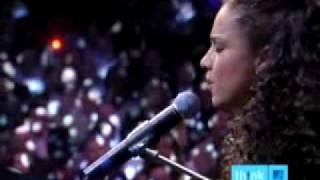 Alicia Keys - Superwoman Live @ Apollo