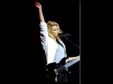 Tori Kelly - Expensive (W/ WHISTLE TONE) Live in Massey Hall, Toronto (May 3rd, 2016)