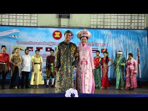 แฟชั่นโชว์ชุดประจำชาติอาเซียน