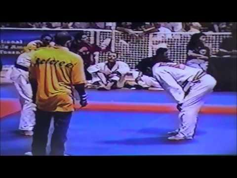 Carlos Machado vs Eduardo Mano (Gracie Humaitá) at 1997 Rickson Gracie Tournament