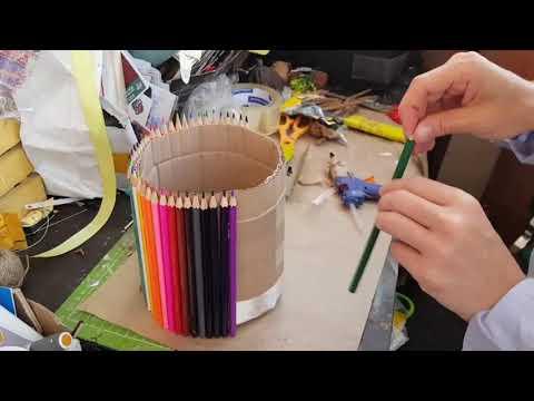 Рукотворная ваза из карандашей под цветы