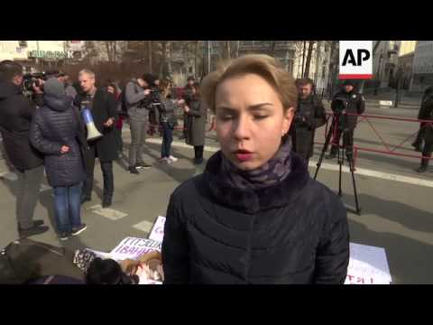 Chicken carcasses used in Ukraine protest