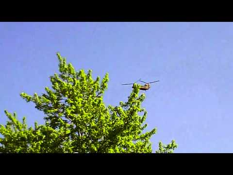 Boeing CH-47 Chinook flies over my house [HD]