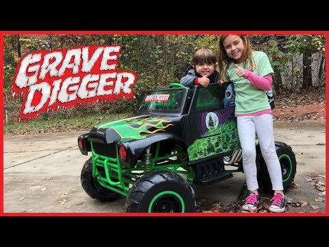 Monster Jam Grave Digger 24-Volt Battery Powered Ride-On Power Wheels