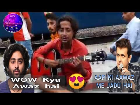 Talented Indian street singer with guitar amazing voice || Near railway stations