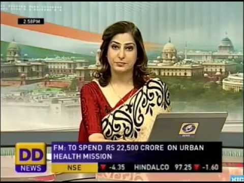 Spicy Newsreaders: Sakal Bhatt in saree
