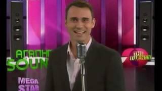 Ο Γιωργος Καπουτζιδης τραγουδαει