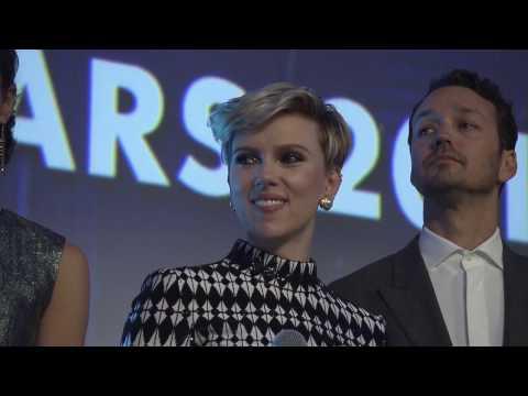 GHOST IN THE SHELL Paris Cast Interview - Scarlett Johansson, Juliette Binoche