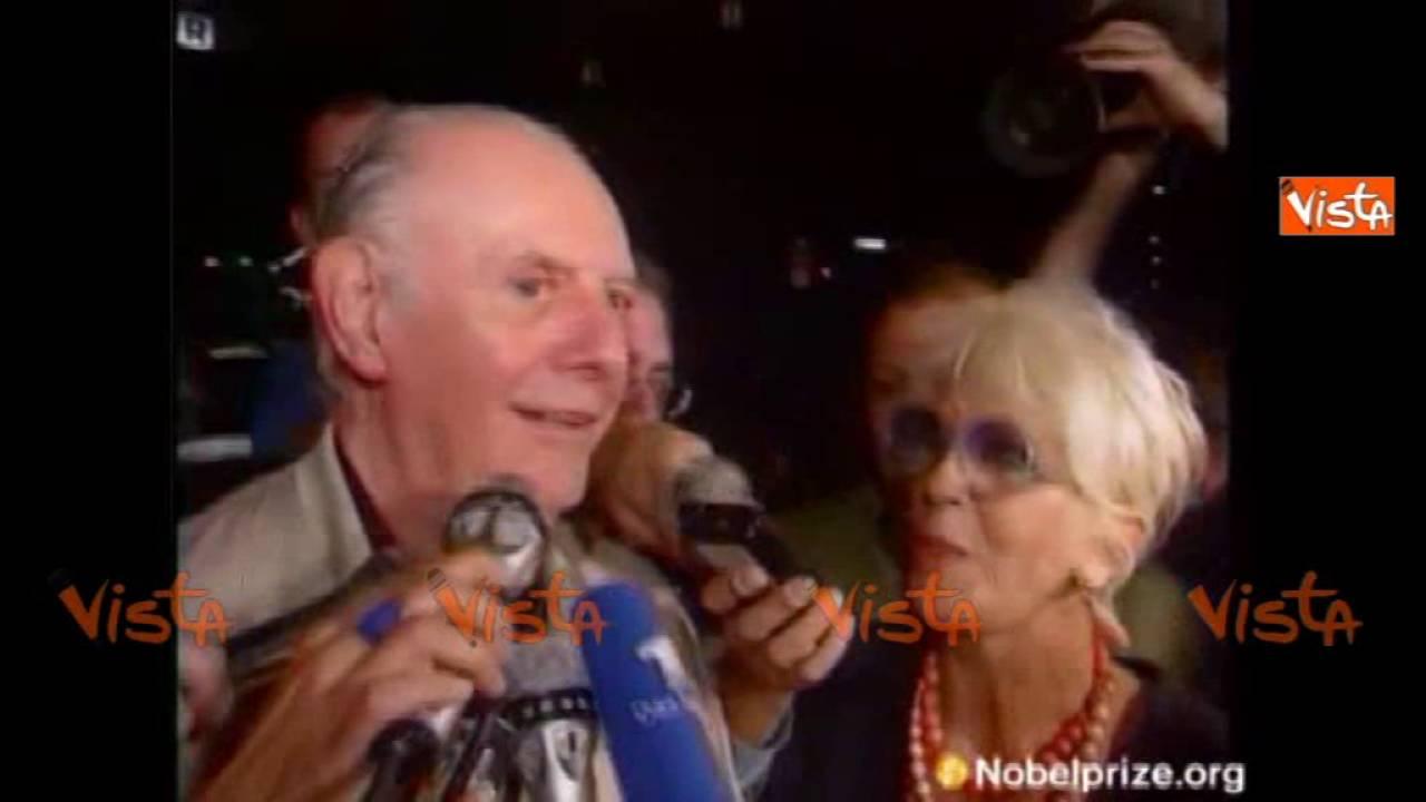 """Dario Fo riceve la notizia del Nobel e bacia Franca Rame: """"Lo abbiamo vinto in due"""" #1"""