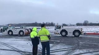 Упавший самолет в Храброво. Эвакуация с полосы