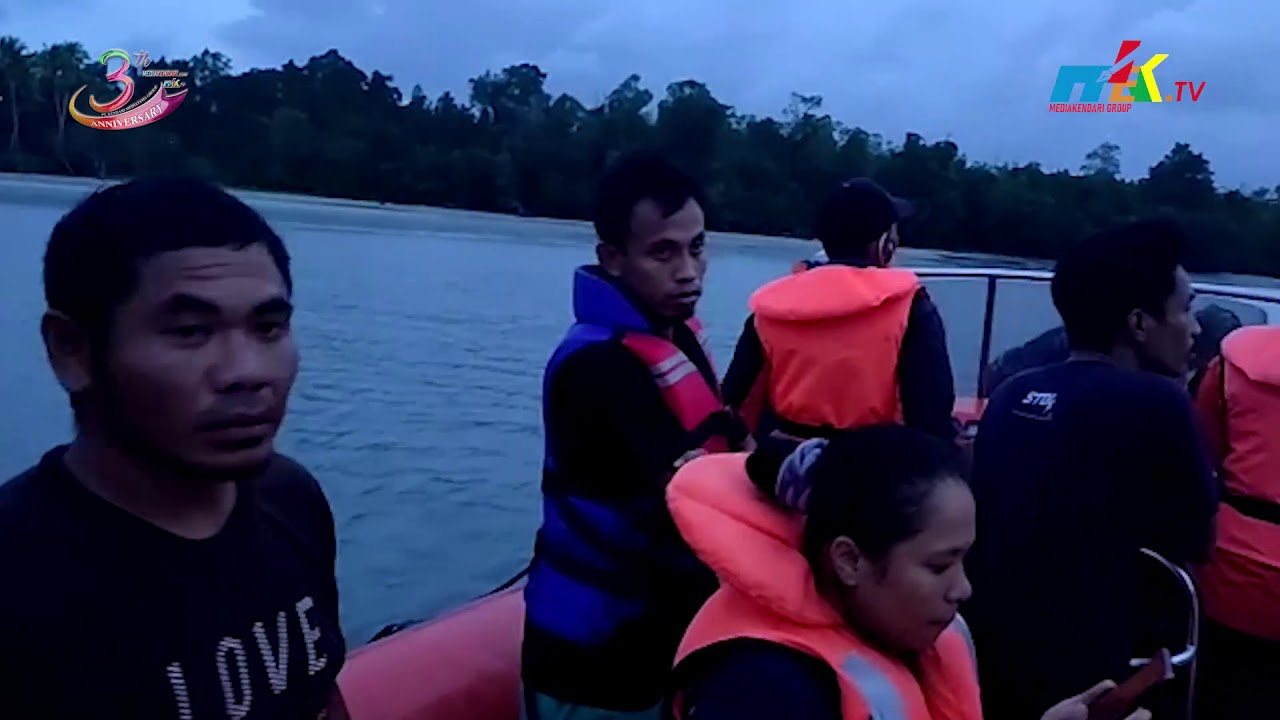 Dihantam Gelombang, Kapal Pemandu Wisata Alami Mati Mesin