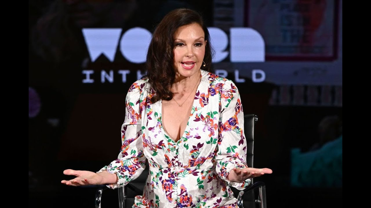 Ashley Judd posts photos of her accident involving broken leg
