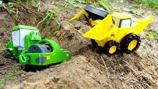 Машинки для мальчиков (МАШИНКИ ОНЛАЙН) на детской площадке! БЕДА! #Машинки спасают Роли из ямы!