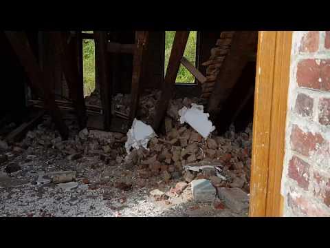 Maison des champs détruite