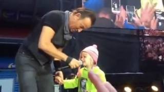 Bruce Springsteen - Waitin on a Sunny Day - with the little girl Hope - Ullevål, June 29, 2016, Oslo
