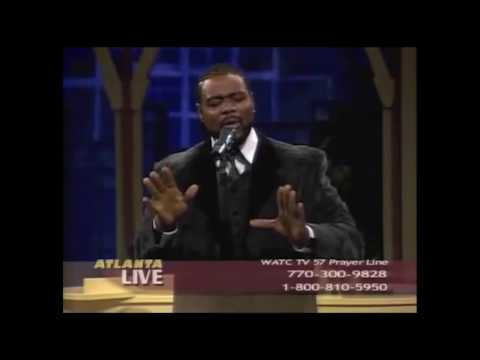 Disrespecting R-Kelly I don't see nothing wrong with living for Jesus