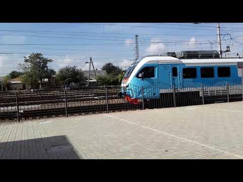 Отправление пригородного поезда Армянск- Феодосия со станции Джанкой.