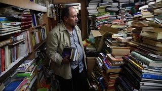 Colombian dustman forms library from discarded books