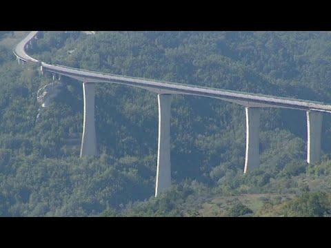 شاهد: إغلاق الجسر الأعلى في إيطاليا لأسباب تتعلق -بالسلامة-…  - نشر قبل 2 ساعة