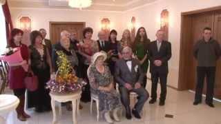 видео Идеи проведения золотой свадьбы - подарки, поздравления, организация праздника