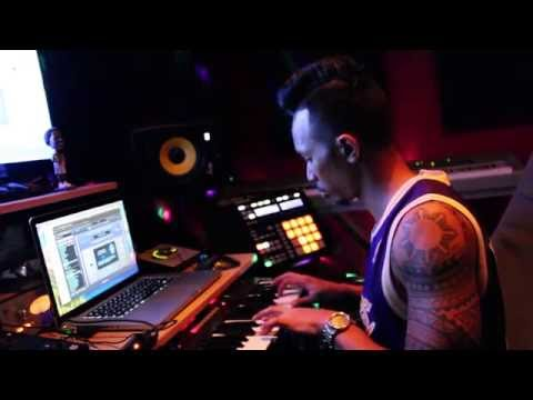 Jeffrey Rashad Makes A Banger In The Studio (Behind The Beat)