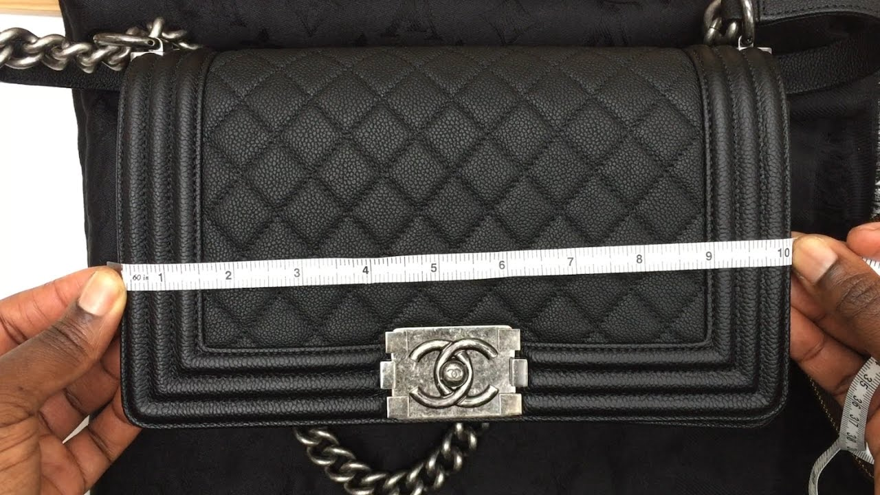 What Fits In The CHANEL Boy Bag  (Old MEDIUM Size) - YouTube 11010ab086452