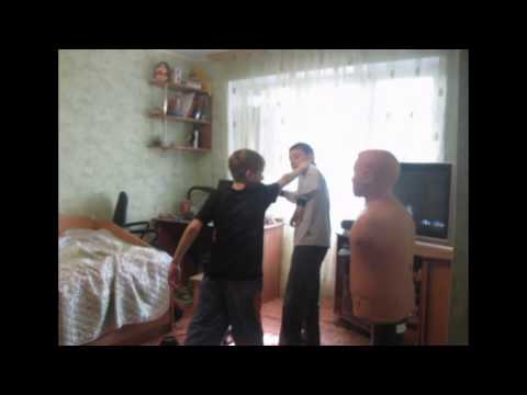 Видео как мужчина снял трусы