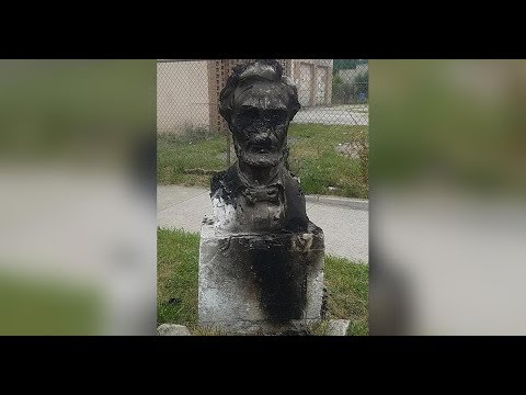 Monument Wars - Honest Abe Lincoln defaced in Chicago