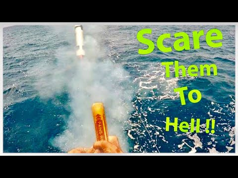 Pirates on Sailboats-FLARES as Self Defense?(Reefing Hooks+S