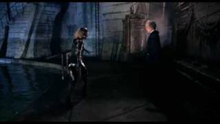 Batman Returns - Catwoman Kills Shreck