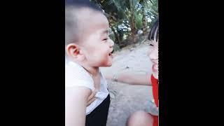 Hết hồn với giọng cười của 2 em bé siêu dễ thương luôn 😁😁