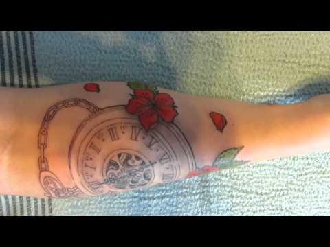 1ère séance de tatouage pour Ophélie, montre et fleurs de cerisier, by Syltattoo.